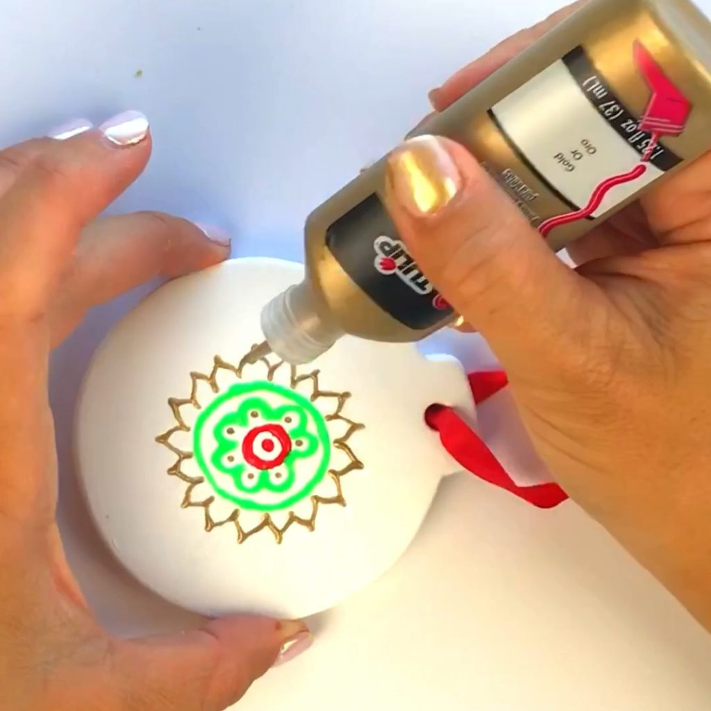 DIY Christmas Ornaments Craft using Puffy Paint