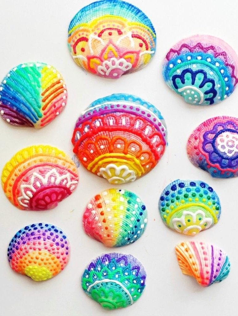 Painted Sea Shells Using Puffy Paint