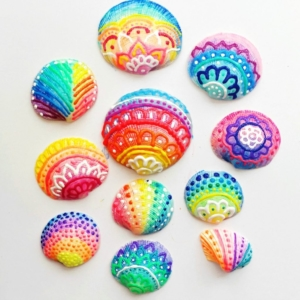 How to make Painted Sea Shells with Puffy Paint